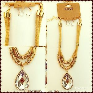 Jewelry - Gold and bling drop necklace and earring set